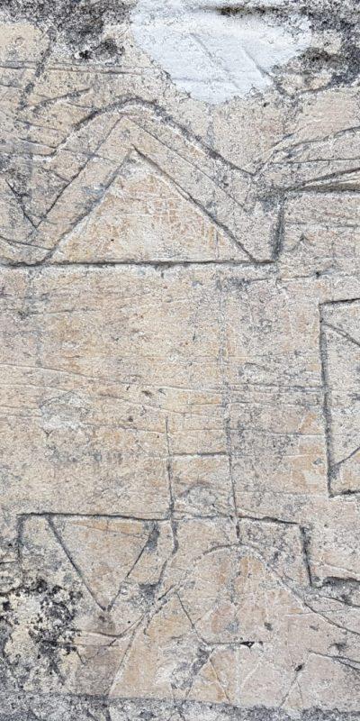 Graffiti du plan de Brouage figurant à proximité de la Porte de Hiers